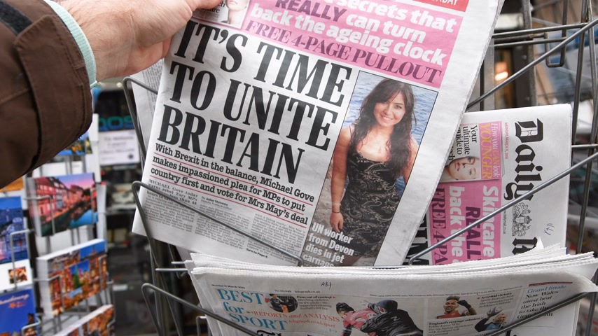 çıkmak : Paris, France - Mar 12, 2019: British newspaper The Times featuring on the cover text that its time to unite Britain after Brexit Stok Video