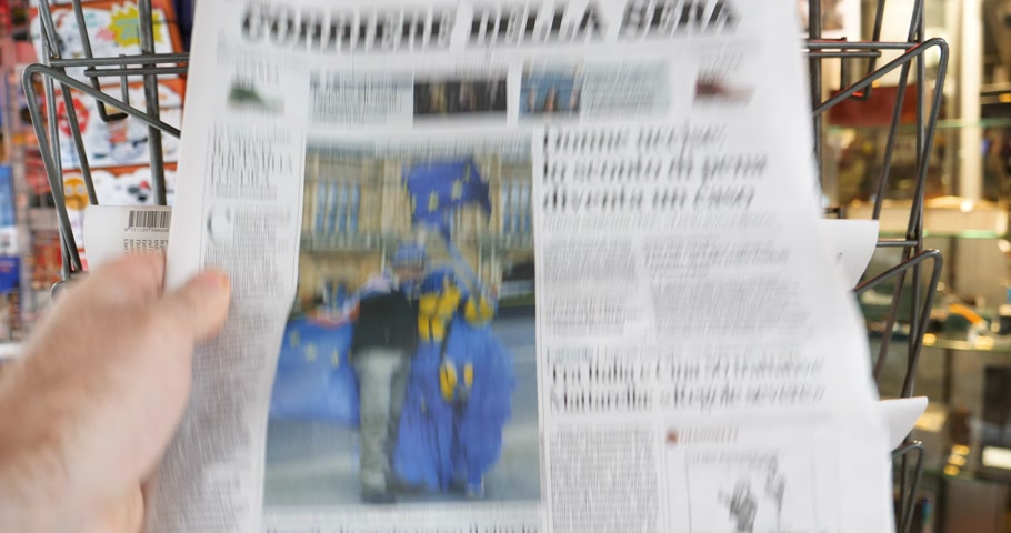 журналистика : Paris, France - Mar 15, 2019: Italian Corriere Della Sera reporting about British MPs have voted for a delay in the Brexit process for three months or more pov man taking from stand Стоковые видеозаписи