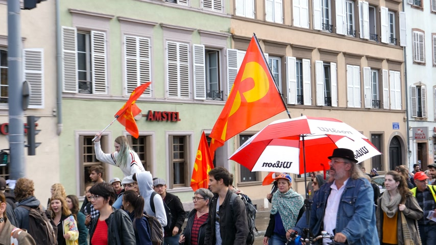 szakszervezet : Strasbourg, France - Sep 12, 2017: Zoom out from protesters with CGT flags at political march during a French Nationwide day of protest against the labor reform proposed by Emmanuel Macron Government Stock mozgókép