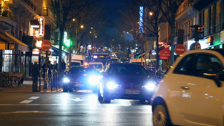 homeopático : Paris, France - Circa 2019: Cars, mopeds and pedestrians on a typical French street in Paris night commuting going home, restaurants sightseeing and travel like a local on a Friday night