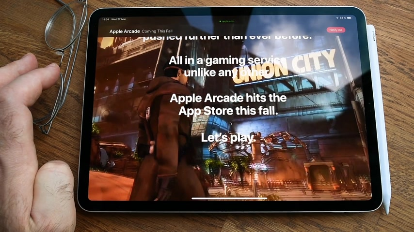 мультимедиа : Paris, France - Circa 2019: Man POV at the new iPad Pro with Apple.com website featuring Games that redefine games site about newly launched Arcade video game subscription service Lets Play