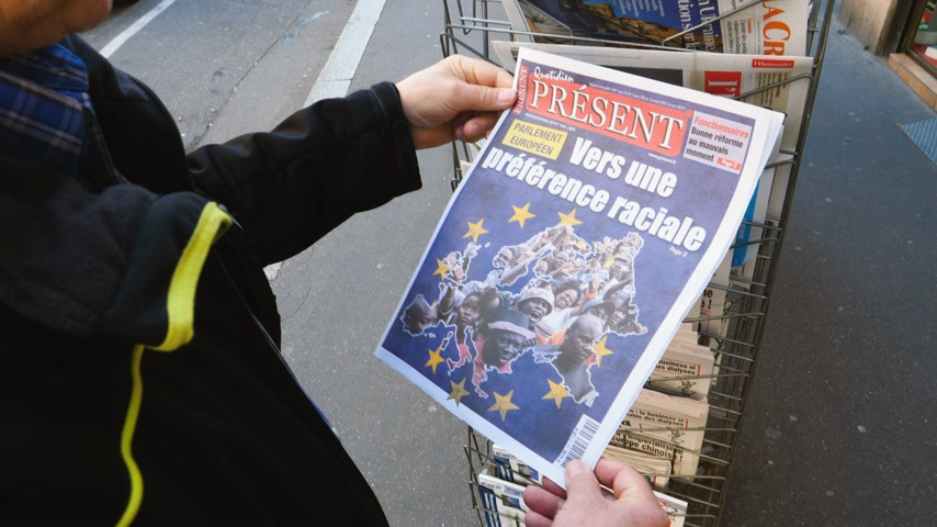kolumny : Paris, France - 29 Mar 2019: Newspaper stand kiosk selling press with senior male hand buying latest Quotidien Present featuring  European Elections on front cover with preferred racial election