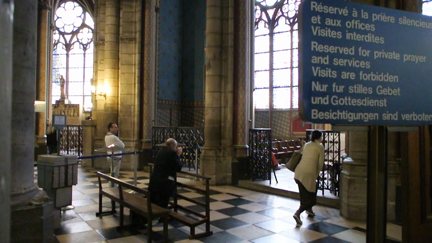 azevinho : Paris, France - Circa 2017: Reserved for private prayer and services - men women kneeling people praying at the altar of Notre-Dame de Paris Cathedral in quiet zone Stock Footage