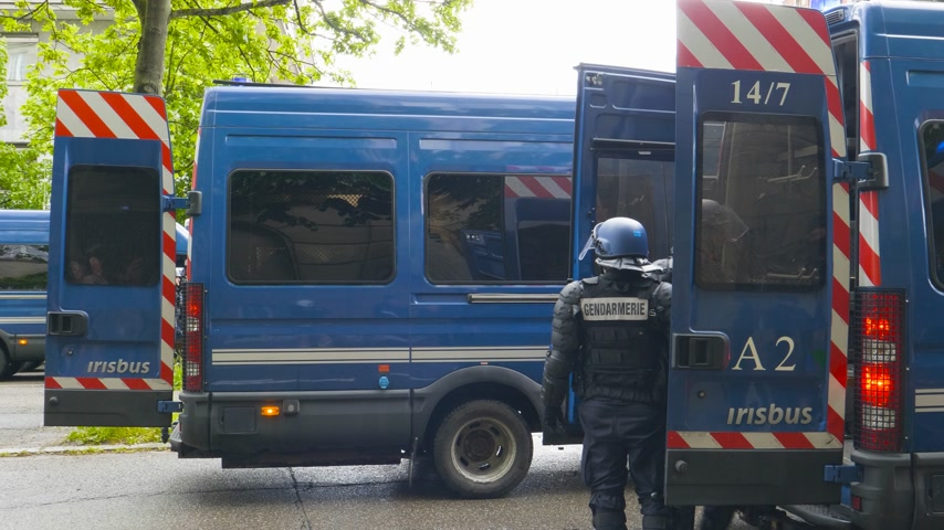 sztrájk : Strasbourg, France - Apr 28, 2019: French Police officers gendarmes loading in van boxes with 1330-14-548-9477 hand launcher grenades supply for next altercations Yellow vests protestors