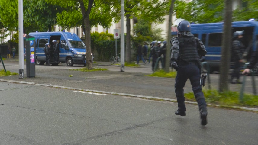 champs elysee : Strasbourg, France - Apr 28, 2019: French Police gendarmes officers running to van on  Alee de la Robertsau near Council of Europe street after altercations with Yellow Vests