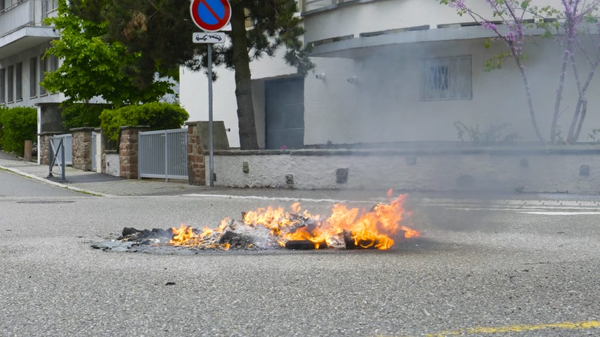 gösterici : Strasbourg, France - Apr 28, 2019: Waste garbage bin on fire left by Yellow vests gilets jaunes after demonstration on Rue de la Schiffmatt near European Institutions