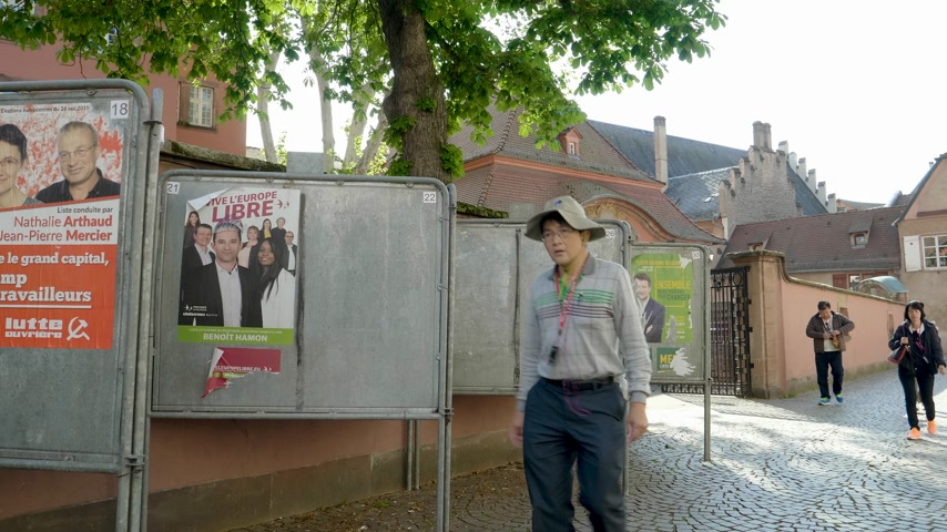 동요 : Strasbourg, France - May 27, 2019: French school entrance with all candidates campaign posters to 2019 European Parliament election - group of Chinese tourists people walking near polling station Bure