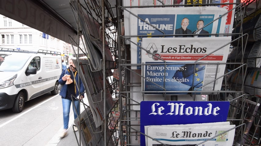 oy : Strasbourg, France - May 27, 2019: City scene with newspaper stand featuring breaking news Les Echos newspaper front page with tile Macron limits the damage -  street press kiosk newsstand with the results of 2019 European Parliament election