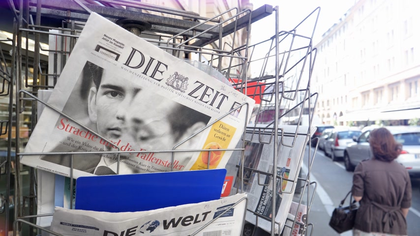 článek : Strasbourg, France - May 25, 2019: French street with press kiosk news breaking with Chancellor of Austria Sebastian Kurz on cover of Die Zeit newspaper