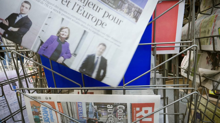french media : Strasbourg, France - May 25, 2019: Man hand POV reading at press kiosk Le Figaro newspaper featuring 2019 European Parliament election predictions a day before the vote pictures of Jordan Bardella,  Nathalie Loiseau,Francois-Xavier Bellamy