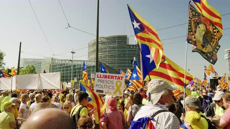 espana : Strasbourg, France - Jul 2 2019: Republican Catalana and Estelada Catalan separatist flags crowd at protest front of EU European Parliament against exclusion of three Catalan elected MEPs
