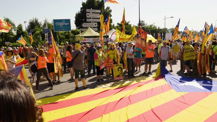riot : Strasbourg, France - Jul 2 2019: People near huge Estelada Catalan separatist flag on asphalt demonstration protest front of EU European Parliament against exclusion of three Catalan elected MEPs Stock Footage