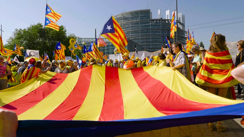 espana : Strasbourg, France - Jul 2 2019: People holding immense Estelada Catalan separatist flags demonstration protest front of EU European Parliament against exclusion of three Catalan elected MEPs