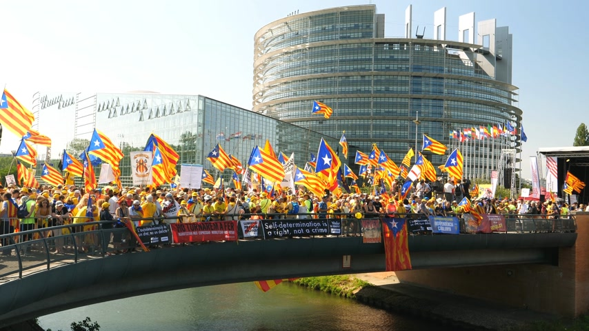 protestor : Strasbourg, France - Jul 2 2019: People on bridge holding Estelada Catalan separatist flags demonstrate protest front of EU European Parliament against exclusion of three Catalan elected MEPs