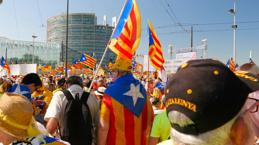 espana : Strasbourg, France - Jul 2 2019: Group of people holding Estelada Catalan separatist flags demonstrate protest front of EU European Parliament against exclusion of three Catalan elected MEPs
