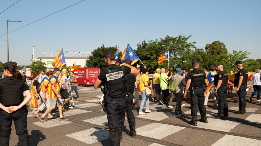 gendarmerie : Strasbourg, France - Jul 2 2019: Police guiding People holding Estelada Catalan separatist flags demonstrate protest front of EU European Parliament against exclusion of Catalan elected MEPs
