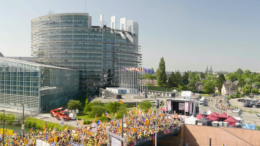 protestor : Strasbourg, France - Jul 2 2019: Newsworthy aerial view over thousands of people demonstrating at protest front of EU European Parliament against exclusion of three Catalan elected MEPs - drone view