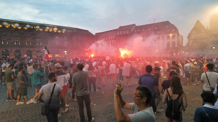 aflição : STRASBOURG, FRANCE - JULY 15, 2018: Thousands of people marched through the streets of the city to express their joy after the victory of the France team against Croatia