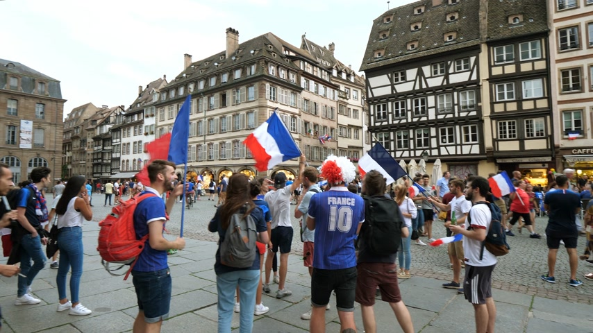french team : STRASBOURG, FRANCE - JULY 15, 2018: jubilation of supporters after the victory of the French team in the final of the World Cup football in Russia against Croatia Stock Footage