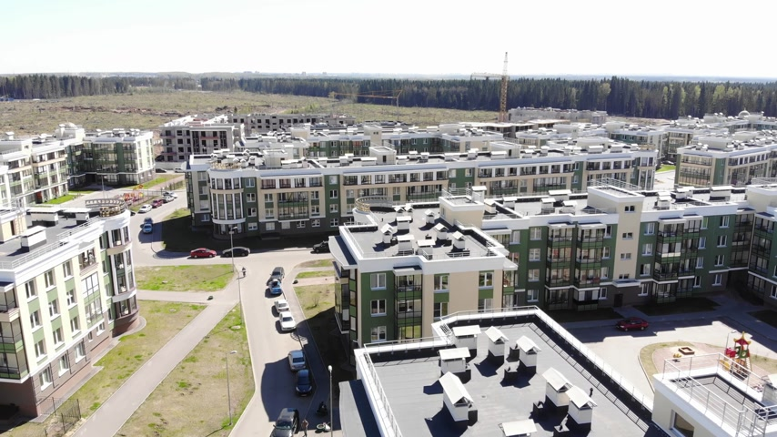 birim : Fly over residential aeria in city suburb Stok Video