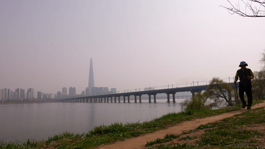 on the go : Mature men walk along Han River, Seoul panorama, Sauth Korea