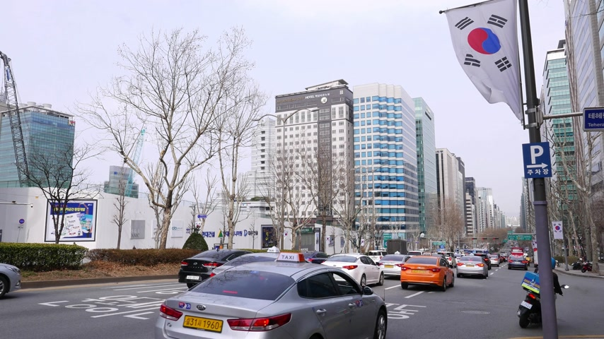 teheran : Road traffic at Gangnam district, luxurious cars, bus, taxi passing by