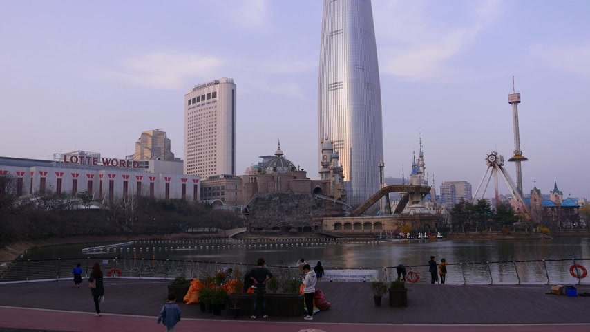 observation deck : Korean citizens on viewing point against Lotte World Tower