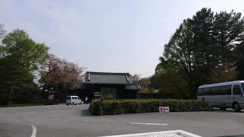 Tokyo Imperial Palace entrance, cars arriving to gate, Tokyo, Japan