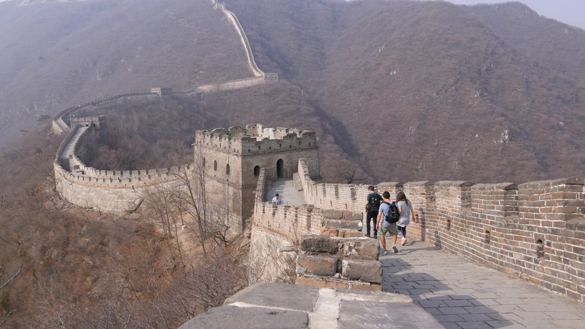 mutianyu section : Young tourists on Great Wall of China