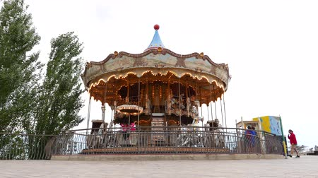infantil : Merry-go-round slowly rotate around, Barcelona