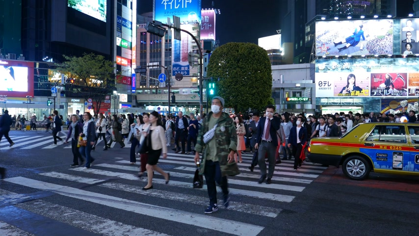 People start cross road on world famous Shibuya crossing at night