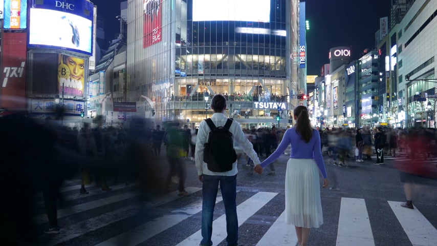 Timelapse romantic couple posing at Shibuya crossing, Tokyo, Japan