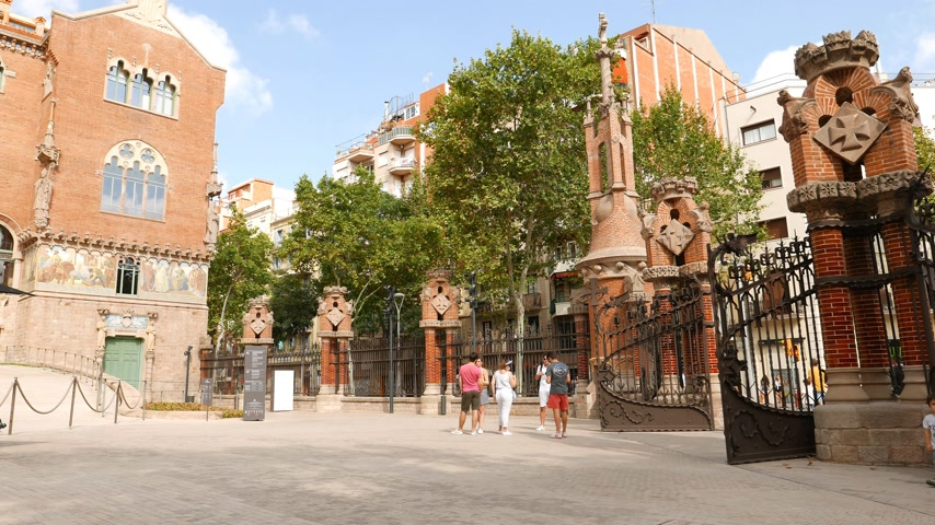 Tourists at Hospital de Sant Pau, Barcelona