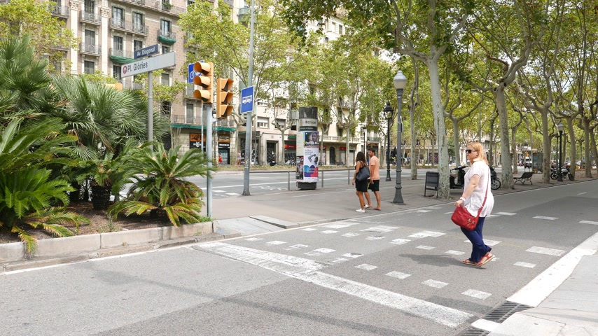 People cross street, Avenue Diagonal, Barcelona