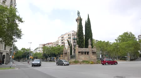 poets : Cars at roundabout at Plaça Verdaguer, Barcelona Stock Footage