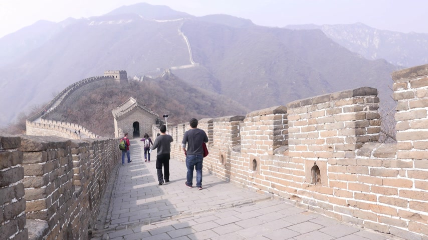 Tourists man take selfies on Great Wall of China