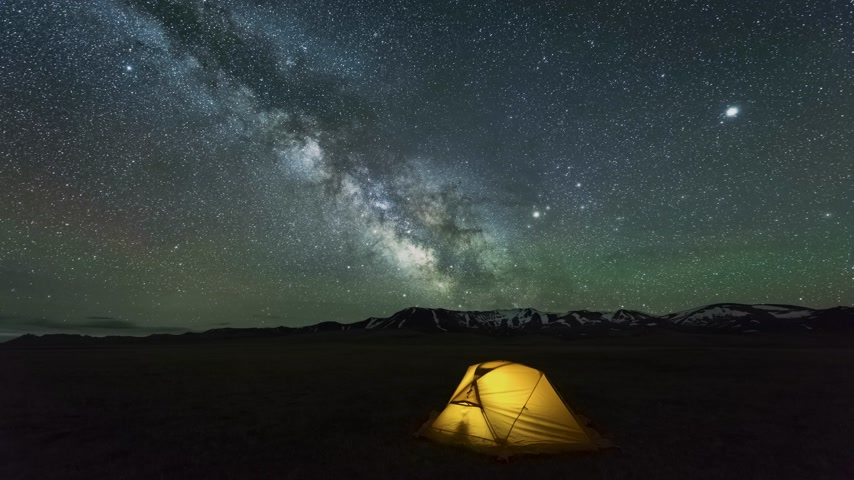 yolları : Time Lapse of Milky Way Moving over Yellow Glowing Tent. Night Starry Sky with Airglow