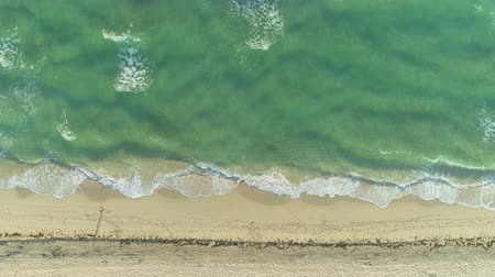 топ : Sea with Waves and Sandy Beige Beach in Sunny Morning. Aerial Vertical Top-Down View