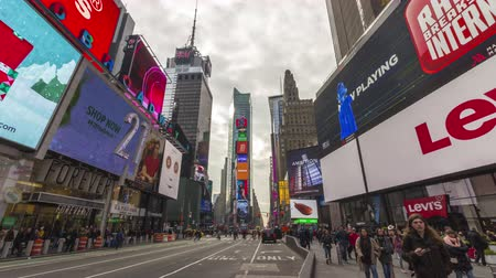 kasım : NEW YORK CITY, USA - NOVEMBER 21, 2018: Cars Traffic and People Crowd at Times Square at Cloudy Day. Time Lapse Stok Video