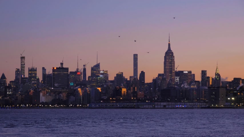 imparatorluk : Manhattan Cityscape and Hudson River in the Morning Twilight. New York City, United States of America. Medium Shot Stok Video