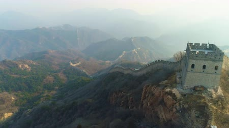 emelkedő : Great Wall of China. Aerial Drone Shot. Drone Flies Backwards and Upwards