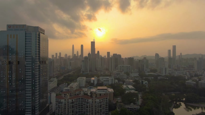 upward : SHENZHEN, CHINA - MARCH 28, 2019: City at Sunset. Aerial View. Drone Flies Upwards Stock Footage