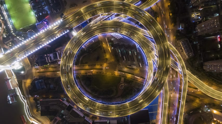 csomópont : Illuminated Circular Nanpu Road Junction at Night. Traffic Circle. Shanghai, China. Aerial Vertical Top-Down Hyper Lapse, Time Lapse. Drone Rotation Stock mozgókép