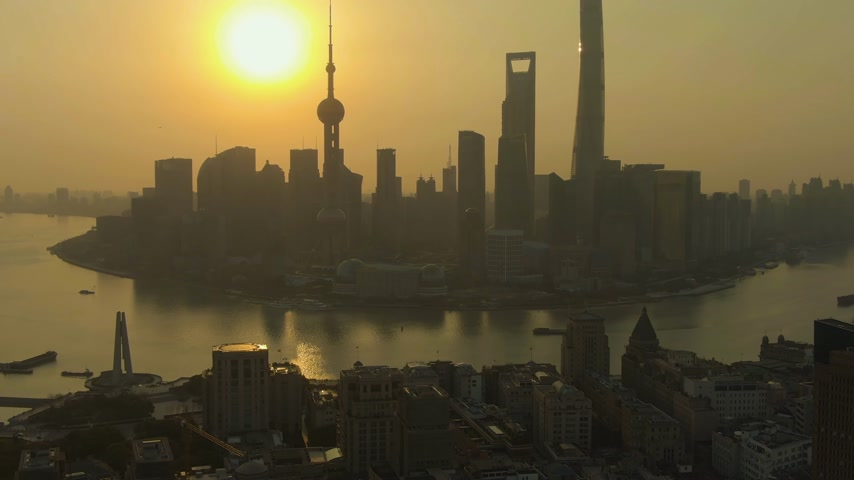 oldalt : Shanghai City at Sunrise. Lujiazui Skyline. China. Aerial View. Drone Flies Sideways, Tilt Up