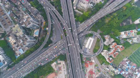 binnenstad : Complex Highway Interchange in Guangzhou in Day, China. Aerial Vertical Top-Down View. Car Traffic. Drone Rotation