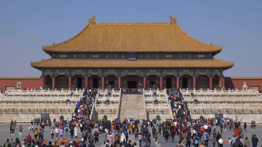 supremo : BEIJING, CHINA - MARCH 15, 2019: Hall of Supreme Harmony in Forbidden City at Clear Day and Crowd of Tourists. Medium Shot