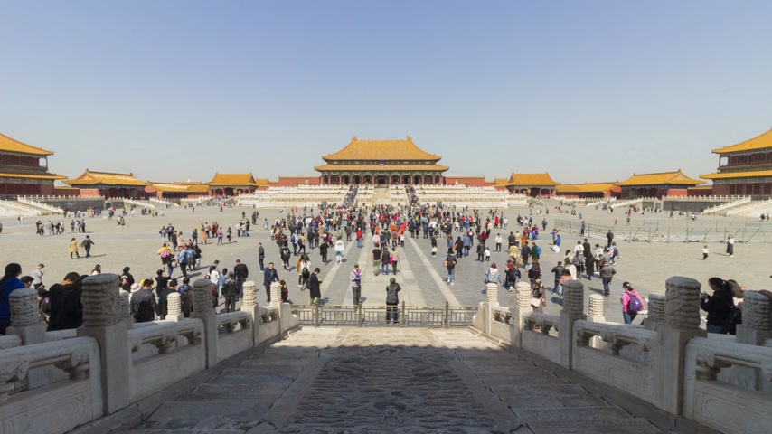 supremo : BEIJING, CHINA - MARCH 15, 2019: Hall of Supreme Harmony in Forbidden City at Clear Day and Crowd of Tourists. Wide Shot. Time Lapse
