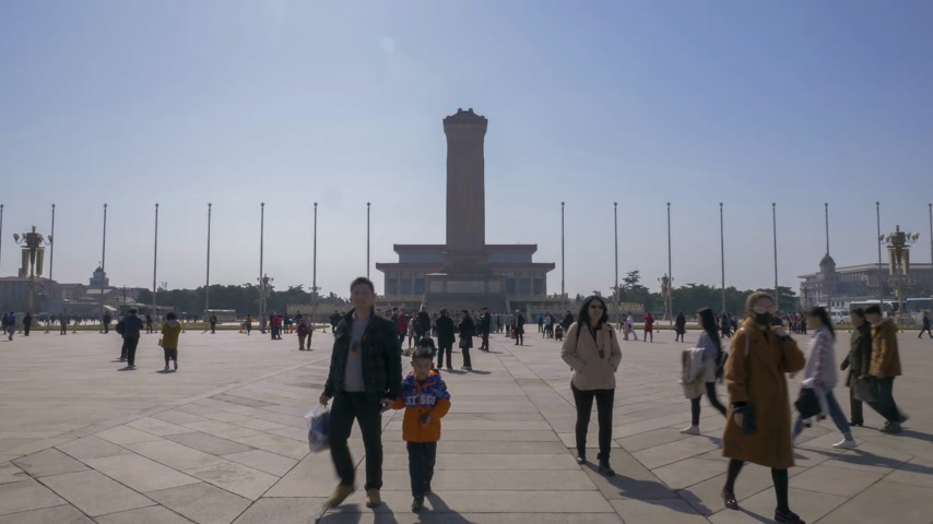 heroes : BEIJING, CHINA - MARCH 15, 2019: Tiananmen Square, Monument to the Peoples Heroes and Mausoleum of Mao Zedong at Clear Day. Wide Shot. Time Lapse