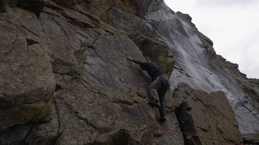hiba : Rock Climbing with Lead Rope. Fault. Man Falling. Slow Motion