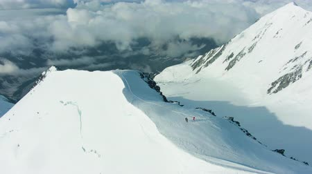 Snowy Summit of Mountain in European Alps. Aerial View. Drone Flies Forward Vídeos